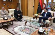 رئيس المجلس الرئاسي يجتمع مع  قائد