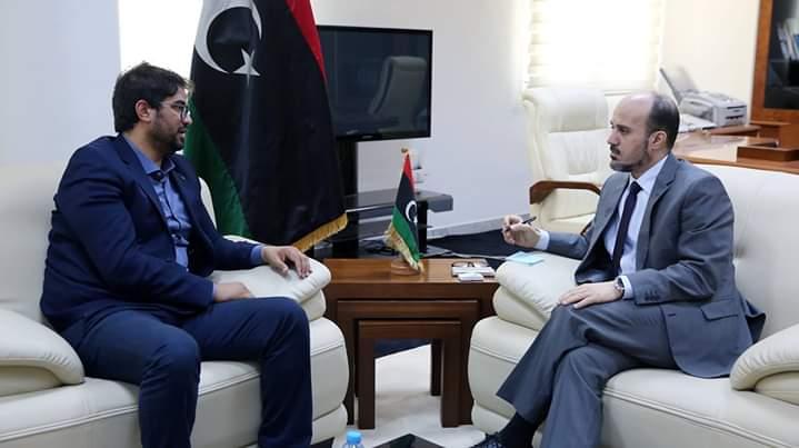 الدكتور عماري زايد يلتقي عميد بلدية غريان