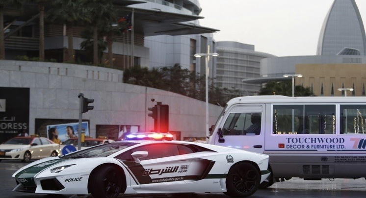 عامل نظافة يقود أكبر عصابة للاتجار بالمخدرات في الإمارات