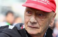 تكريماً للاودا مرسيدس تتزين بنجمة حمراء في سباقات فورمولا وان