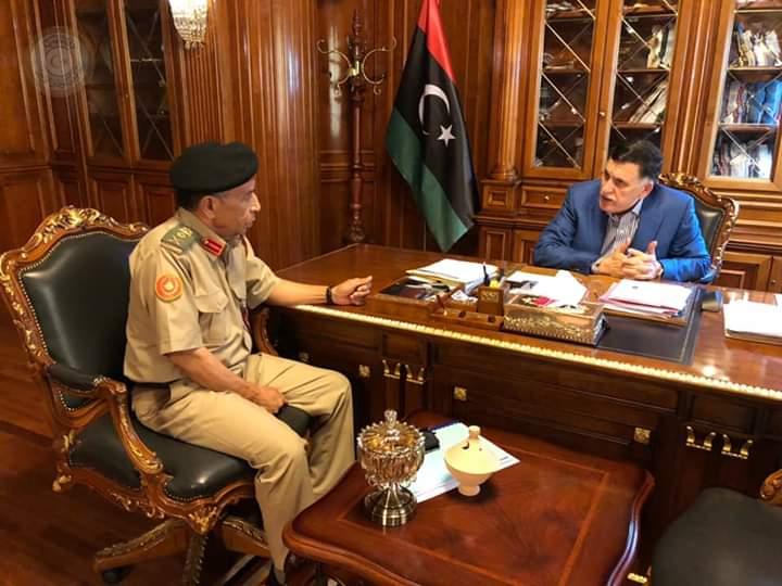 القائد الأعلى للجيش الليبي يجتمع مع رئيس الأركان العامة