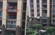 كيف انقذ الجيران طفلا سقط من الطابق السادس؟