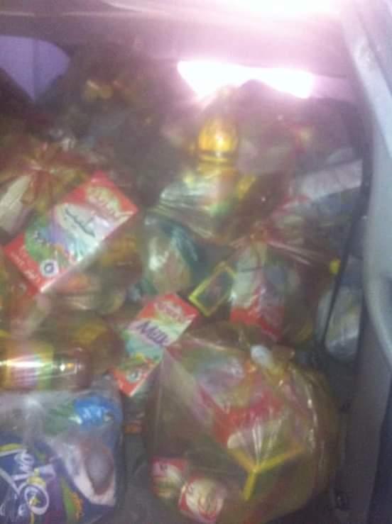سلال غذائية للنازحين ببلدية أبوسليم