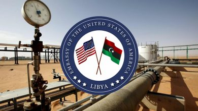 بعد إغلاق الحقول والموانئ النفطية: السفارة الأمريكية تؤكد على ضرورة استئناف تصدير النفط الليبي فورا