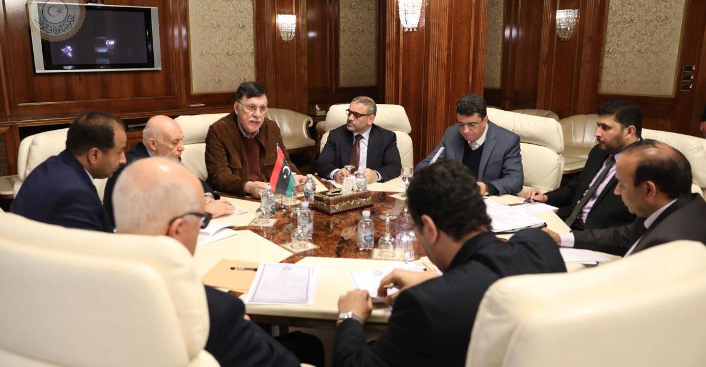 رئيس المجلس الرئاسي يبحث خطط إنعاش الاقتصاد الوطني