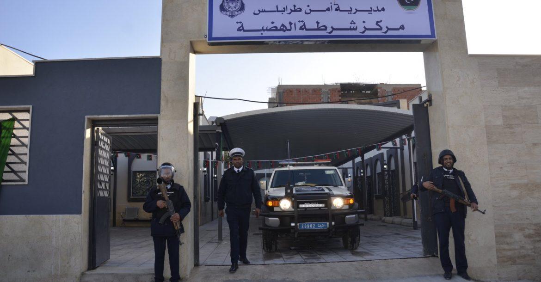بعد إعادة تجديده .. مدير أمن طرابلس يزور مركز الهضبة